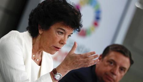 La portaveu del Govern espanyol, Isabel Celaá, amb el ministre Luis Planas.