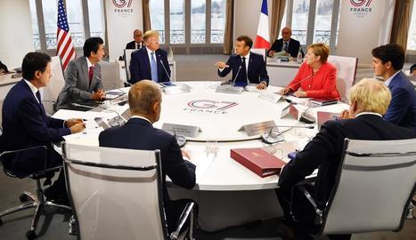 Els líders del G7, durant la reunió que van mantenir ahir a la cimera de Biarritz.