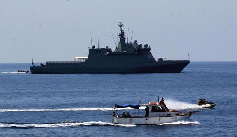 El vaixell 'Audaz', fondejat a prop de Lampedusa.
