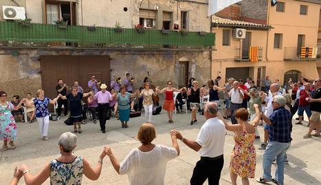 Benavent de Segrià - Els més petits del poble van gaudir amb la festa de l'escuma. La calor va acompanyar en una jornada amb actes variats.