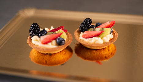 La tarteta de fruita fresca porta maduixa, kiwi, mores i gerds.