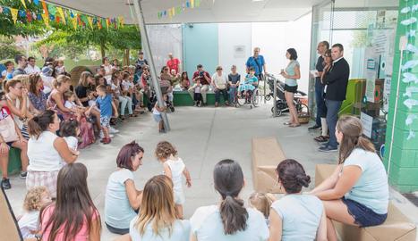 Alguns dels infants que van participar ahir en les cerimònies de cloenda a la llar d'infants Ronda La Mercè i el col·legi Pràctiques II de Lleida.