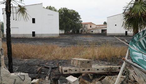 El foc es va originar en una finca del Camí Vell d'Albatàrrec.
