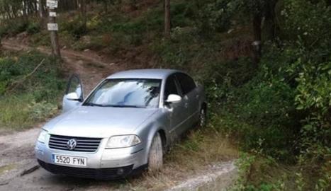 Imatge del jove desaparegut i, la dreta, el seu vehicle, que es va trobar a Montmaneu.