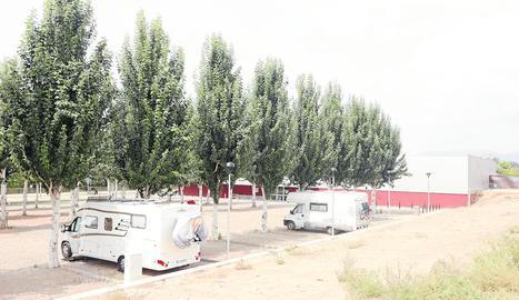 Tot i que el pàrquing encara no està inaugurat, ahir s'hi podien veure dos autocaravanes estacionades.