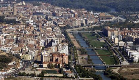 Imatge d'arxiu del pas del riu Segre per la ciutat.