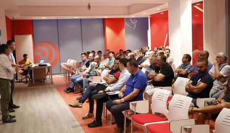 Vista general de la reunió de clubs que va tenir lloc ahir a la seu de l'FCF a Lleida.
