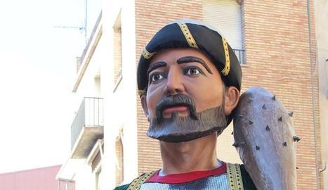 La presentació de la nova figura, juntament amb el rei de Tremissèn (dreta) culmina el projecte de reintroducció dels gegants vells.