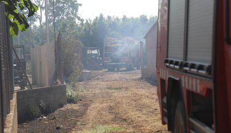 El foc va cremar 100 metres quadrats del cobert.