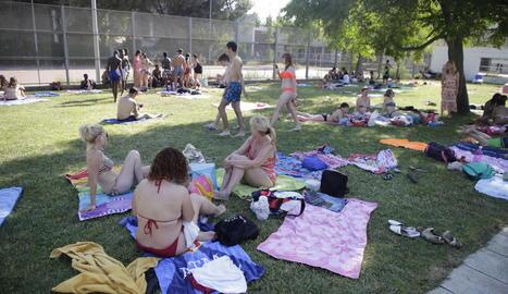 Imatge d'arxiu de les piscines municipals de la Bordeta.