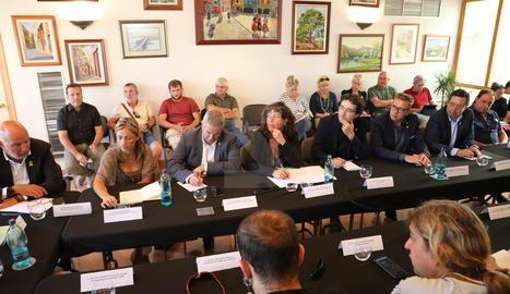 Jordà s'ha reunit amb alcaldes i agricultors a l'ajuntament de Flix.