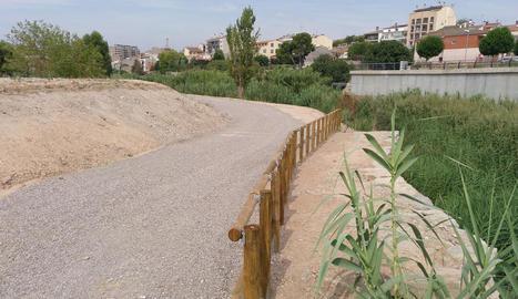 Habiliten un nou espai de passeig vora la riba del riu Ondara