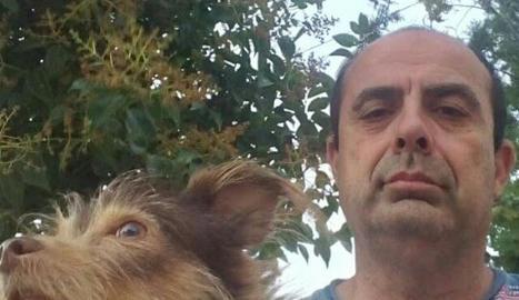 El Josep combina la seua afició per la foto amb els passejos amb la Petita, la seua gossa.