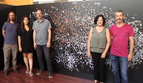 Dirigents de l'Arxiu, el consell de l'Urgell i l'ajuntament amb l'autora, Pilar Rosado (segona per la dreta).