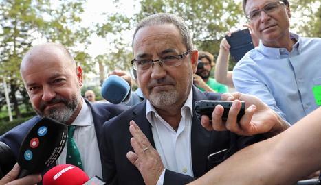 L'expresident del Reial Saragossa Agapito Iglesias, a l'arribar als jutjats.
