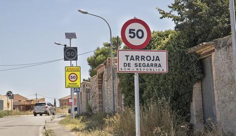 Fanals a l'entrada de Tarroja de Segarra.