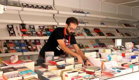 La 37 Setmana del Llibre en Català va arrancar ahir a Barcelona.
