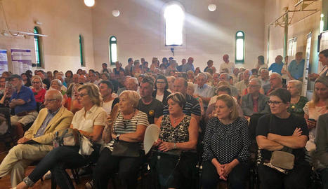 El sentit homenatge de la Pobla es va fer amb una sala abarrotada de públic.