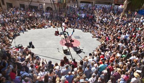 La plaça Major és un dels punts habituals de FiraTàrrega que concentren més públic.