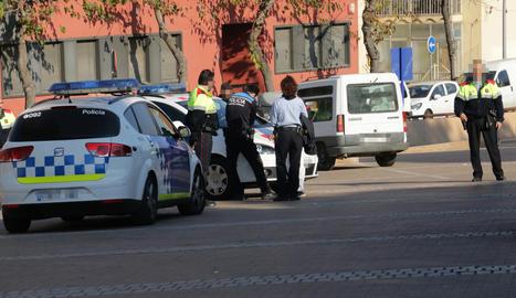 Imatge d'arxiu d'un control policial a la ciutat de Lleida.