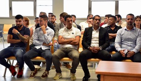 Jugadors de Llevant i Saragossa s'asseuen al banc dels acusats.