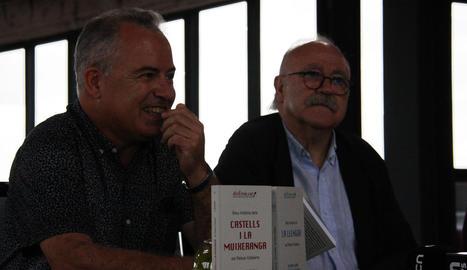 Jordi Bertran, autor del manual casteller, i Josep-Lluís Carod-Rovira, director de la nova col·lecció.