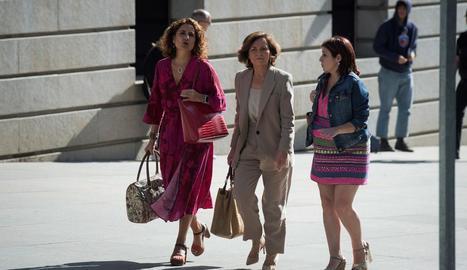 Carmen Calvo, Adriana Lastra i María Jesús Montero, a l'arribar ahir al Congrés dels Diputats.