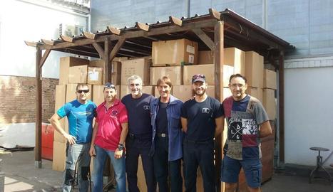 Imatge d'alguns dels beneficiaris amb equipacions de l'Atlètic Segre, entre d'altres.