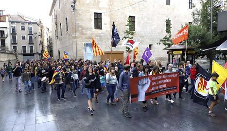 Participants a la manifestació convocada per l'esquerra independentista.