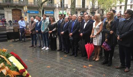 El PSC, amb el primer secretari, Miquel Iceta, i l'expresident José Montilla, a l'ofrena a Casanova.