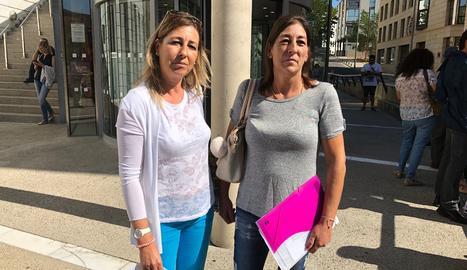 Dos de les filles que defensen que la propietat del pis és un dret adquirit de la mare.