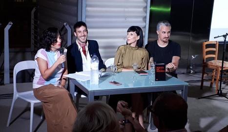 La periodista Lorena Metaute va ser l'encarregada de presentar el llibre a La Panera.
