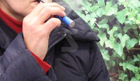 Una cigarreta electrònica.