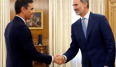 Felip VI ha esperat el secretari general del PSOE en un lateral del Saló d'Audiències de Sarsuela.