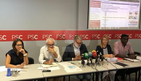 Un moment de la roda de premsa a la seu del PSC a Lleida.