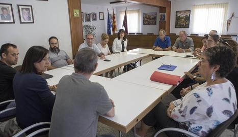 La reunió d'alcaldes i veïns que es va mantenir ahir a Torà.