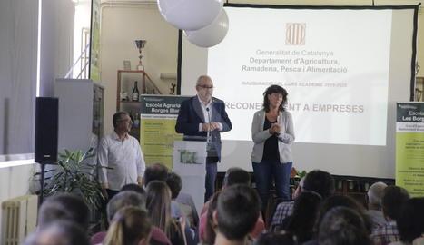 La consellera d'Agricultura, Teresa Jordà, i el conseller d'Educació, Josep Bargalló, han inaugurat oficialment a Les Borges Blanques un nou curs de les escoles agràries.