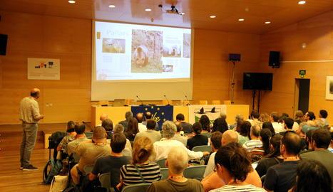 La sala on s'han fet les Jornades tècnic-científiques sobre el retorn dels grans carnívors a zones de muntanya amb més de 200 assistents.