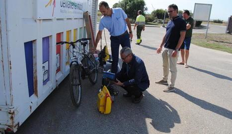 Bicicletes i altres objectes recuperats de l'abocador.