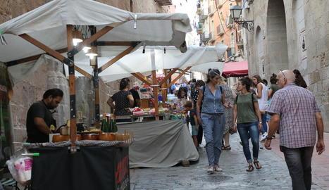 El carrer Cavallers és l'escenari que acull un mercat medieval.