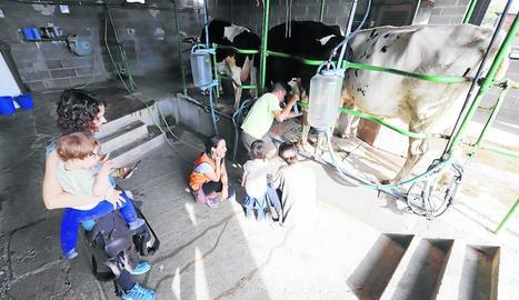 La Manreana Parc va acollir ahir les primeres famílies que participen en aquesta iniciativa de lleure.