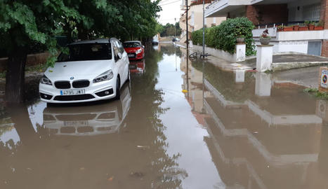 Alguns carrers de Platja d'Aro, a Girona, van quedar negats per l'aigua.