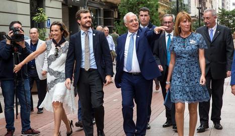 El líder del PP, Pablo Casado, ahir visitant Logronyo.