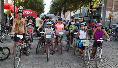 Dos mil persones en la Pedalada de Lleida amb Motiu del Dia sense Cotxes