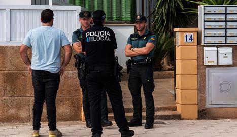 Les forces de seguretat al lloc on es va cometre el crim.