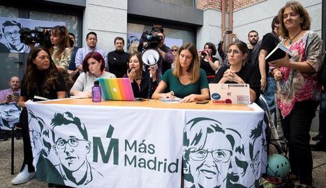 Alguns  participants en l'assemblea que va celebrar ahir el partit Més Madrid.