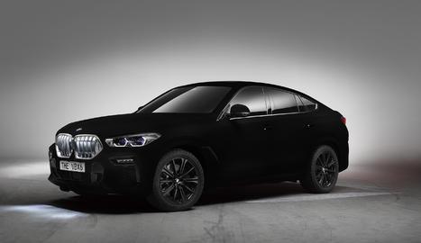 Llueix com a distintiu ser el primer i únic vehicle al món que compta amb un acabat de pintura VantablackVBx2.