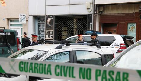 Imatge de l'operatiu policial per detenir membres del CDR a Sabadell.