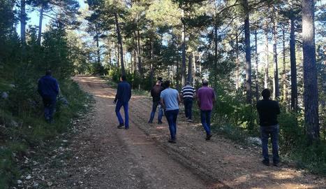 Imatge de la visita ahir a boscos de la Vansa i Tuixent.