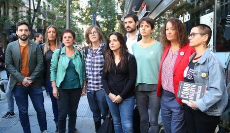 Representants d'ERC, JxCat, la CUP i EH Bildu a la concentració al costat de l'Audiència Nacional en suport als CDR detinguts.